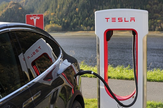 Electric vehicle makers like Tesla need long lasting batteries to outstrip the competition